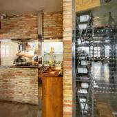 """Hoy estamos en el restaurante @elmesonbenidorm con el Chef Pedro Gras.  Pedro ha ganado 3 años consecutivos el concurso de la Tapa de Benidorm.   Este concurso se celebra en septiembre y esta semana debe presentar la tapa para El Mesón.  Ha decidido crear una tapa cocinada en el kamado Junior.  Pedro Gras es inquieto y creativo. Su currículum no nos deja indiferentes:  """"Jefe de la """"guardia suiza"""" de Joachim Koerper —artífice del Girasol en Moraira—, abrió a sus órdenes tres restaurantes que obtuvieron enseguida la estrella Michelin: La Posada del Abad (Palencia), Quinta das Lagrimas (Coimbra) y Eleven (Lisboa).  Ha estado en Río de Janeiro y dos años como jefe de cocina en el Blue Marlin de Ibiza.  De vuelta a casa, nos regala su arte desde Benidorm.   #slpbarbacoas #cheflife #chef #kamado #kamadojunior #kamadomonolith #monolithgrill #brasa #restaurantesbenidorm #cocinero #creatividad #tapa #benidorm"""